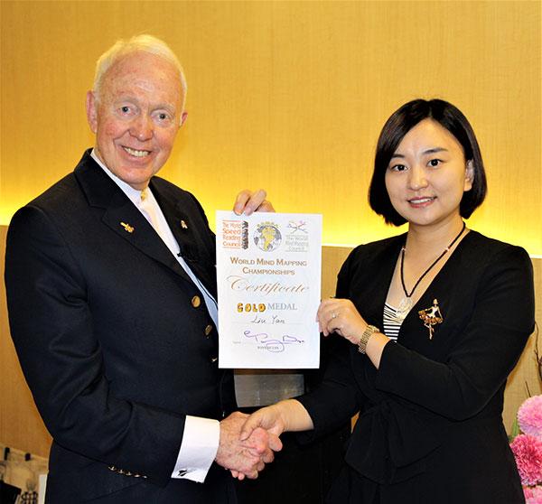 2011年12月博赞先生来京,刘老师现场绘制的思维导图作品受到了博赞先生的高度赞誉
