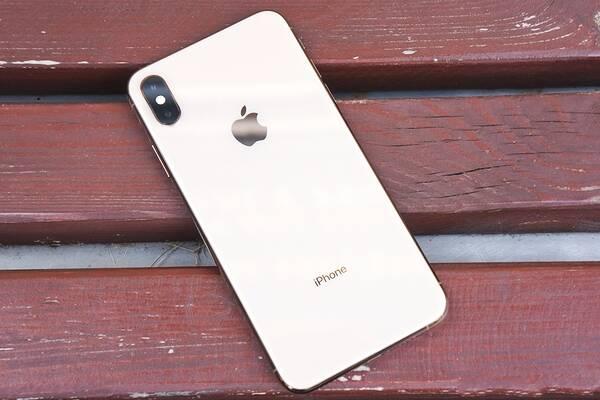 如果iPhone屏幕破裂,请将胶带粘在玻璃表面以防止其扩散